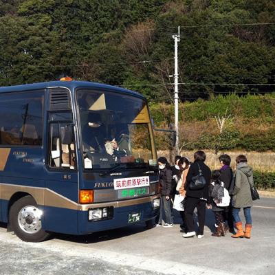 いとしま周遊バスに乗るひとたち