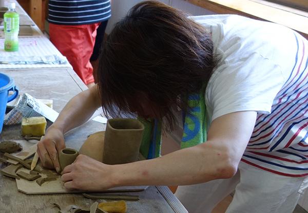 余った粘土で小さなカップを作るとべっち