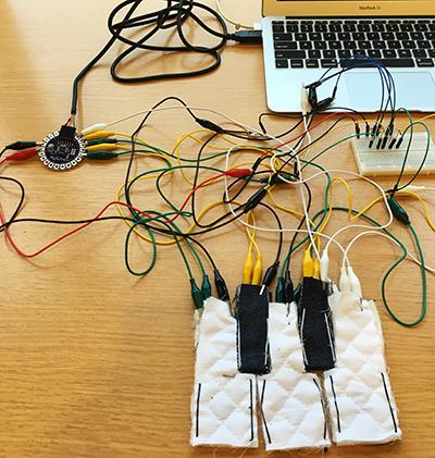 大八耐 作品の試遊会:金子さんのファブリック鍵盤