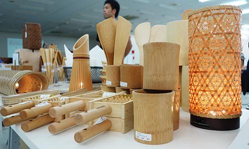 つくると! 展示コーナー 間伐材などを使った生活用品